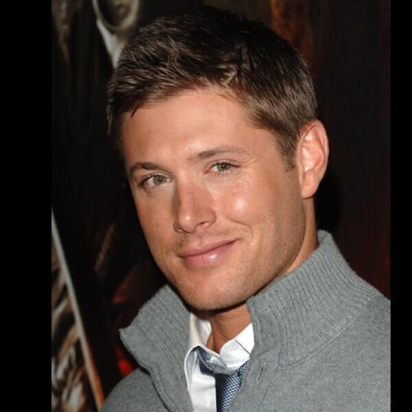 Jensen Ackles sale en la serie Supernatural. Está casado y vive muy feliz y tranquilo con su esposa, actriz y modelo Danneel Harris.