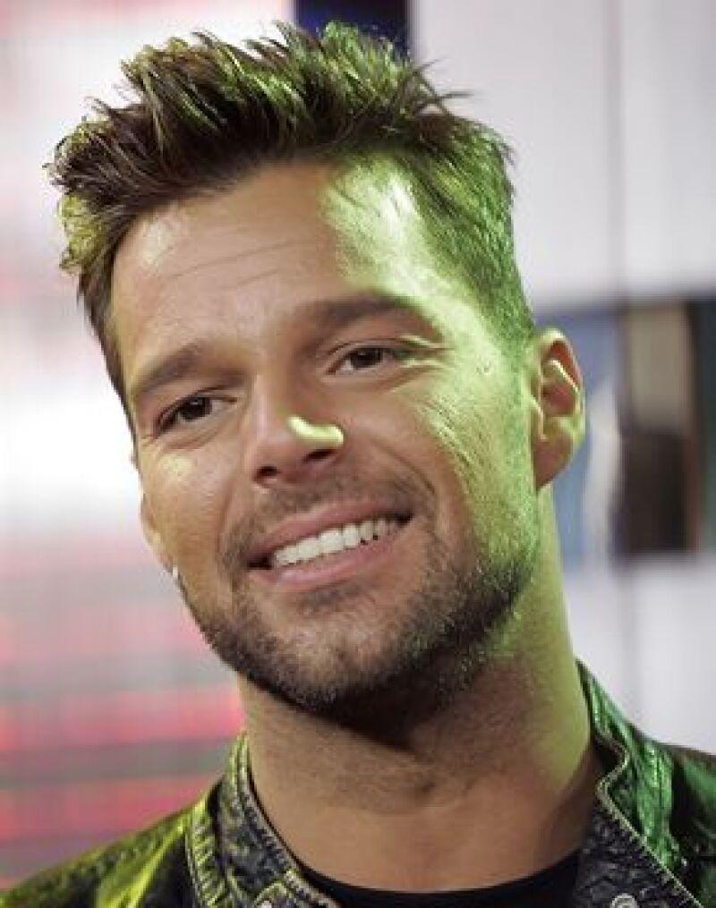 El cantante rechazó los tres millones de dólares que le fueron ofrecidos por las fotos de sus hijos.