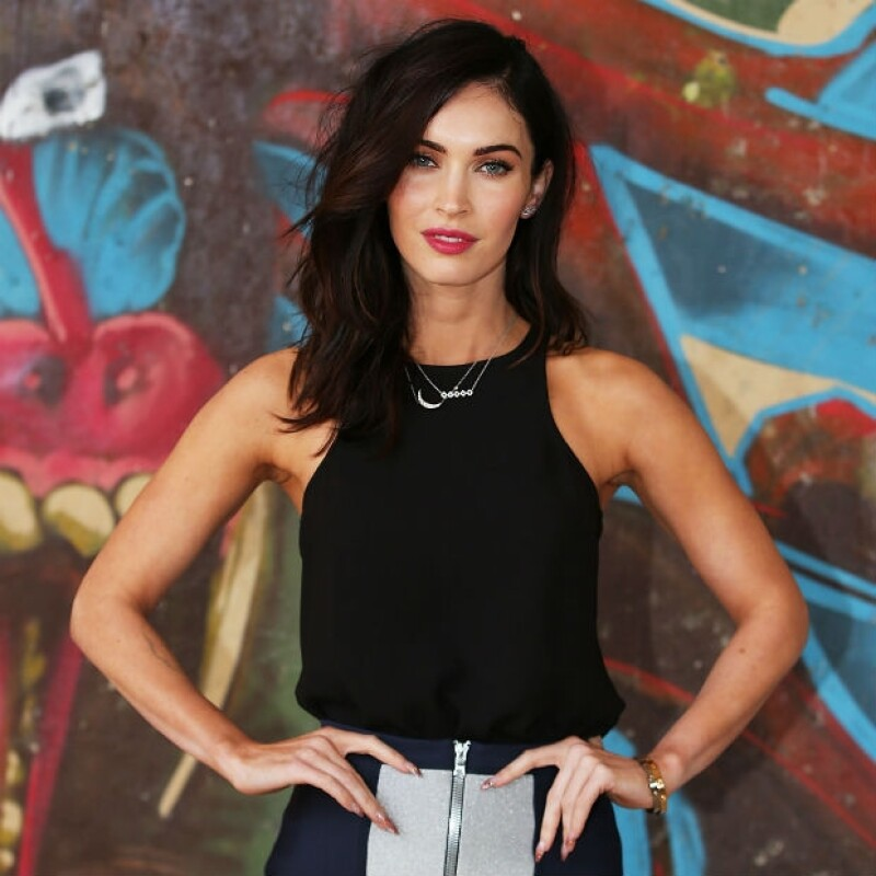 Megan Fox con el cambio de look que presentó hoy a los medios australianos.