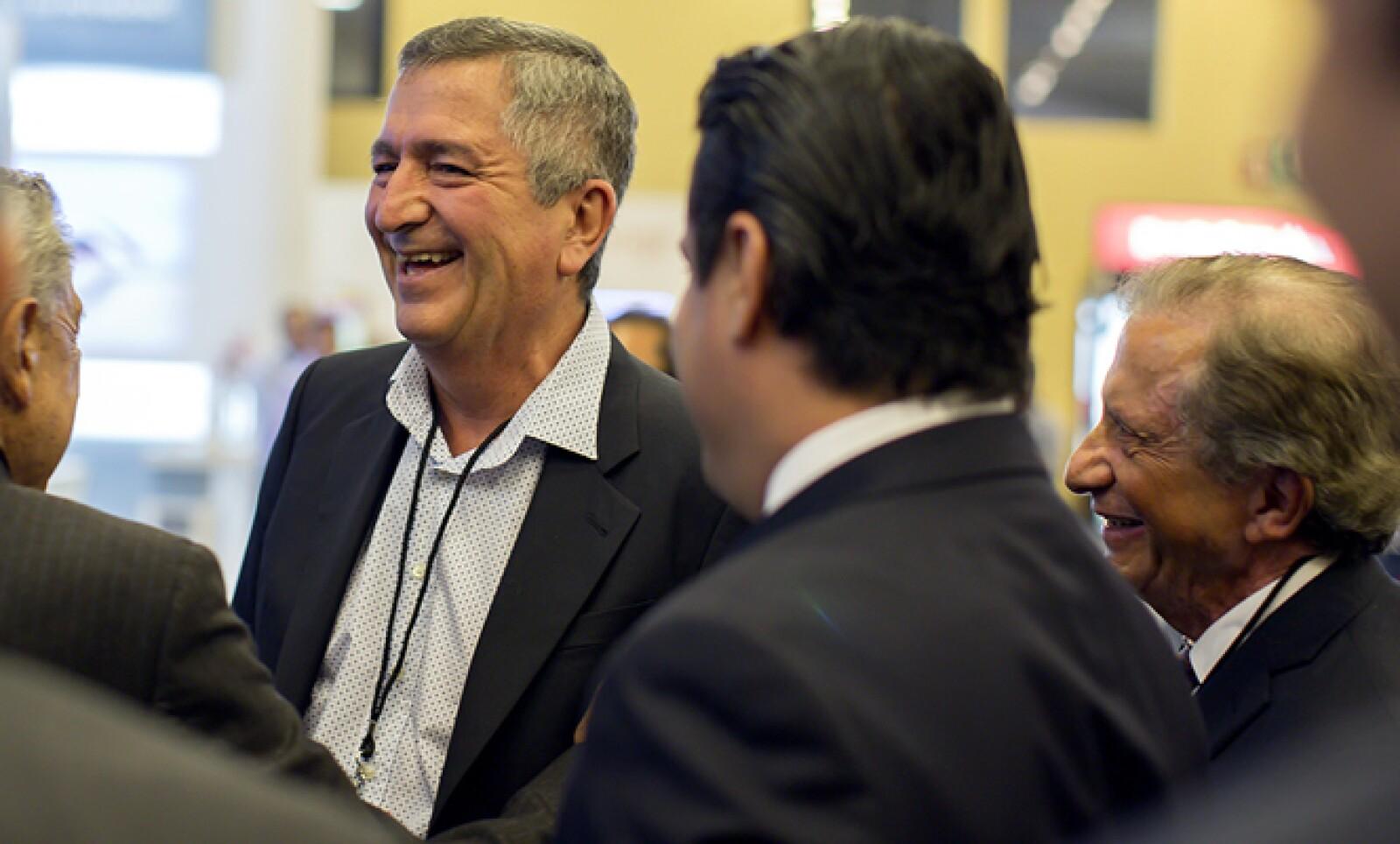 El empresario, quien mantiene una disputa legal con Angélica Fuentes por el control del Grupo Omnilife-Chivas, estuvo entre los asistentes.