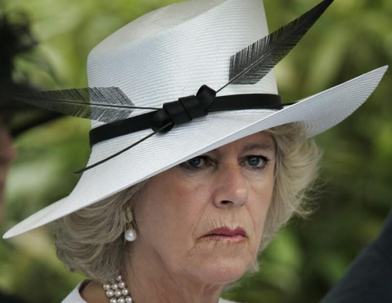 La esposa del príncipe Carlos fue condecorada con el título de Dama de Gran Cruz justo ahora que está celebrando su séptimo aniversario de bodas.