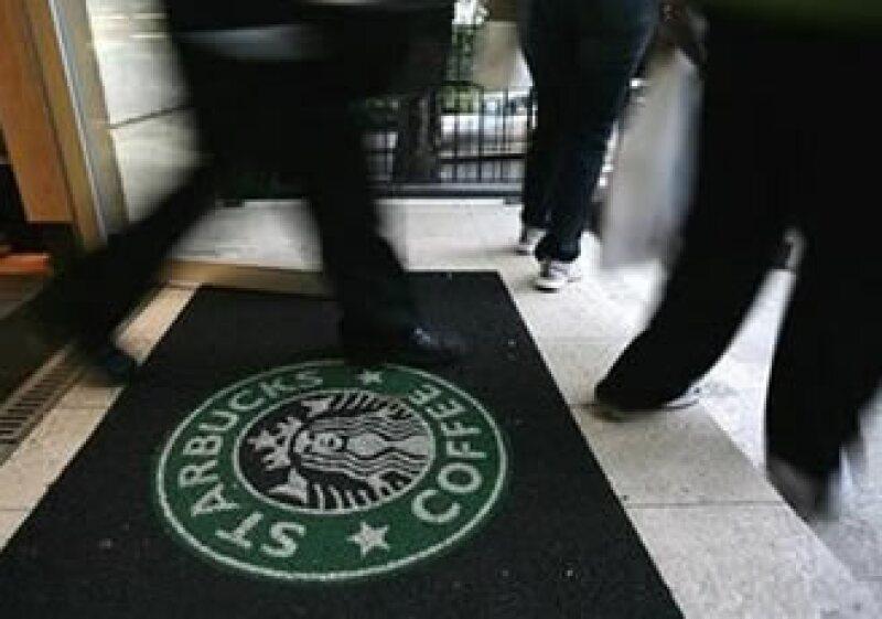 La cadena de cafeterías regalará música junto con iTunes (Foto: Archivo)