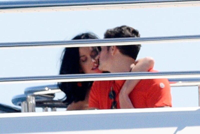 Luego de la supuesta infidelidad del actor con la cantante texana, la pareja fue vista en Cannes muy romántica en un lujoso yate.