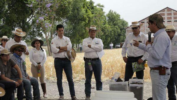 direcitvos de Heineken M�xico con agricultores mexicanos