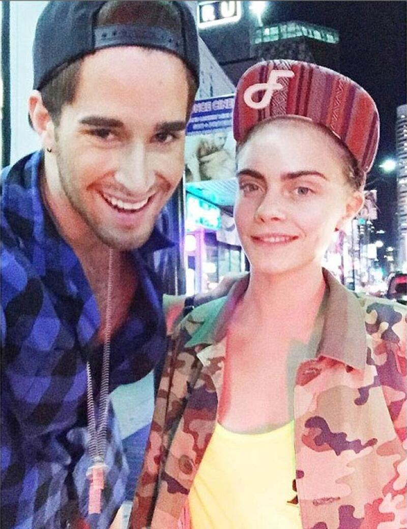 En camino al Strip Club, Cara aprovechó para tomarse una foto con un fan.