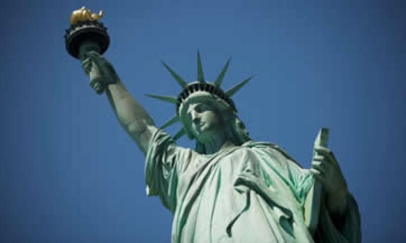 Los economistas pronostican que la economía estadounidense crecerá solamente un 2.6% en todo el período 2012. (Foto: Thinkstock)