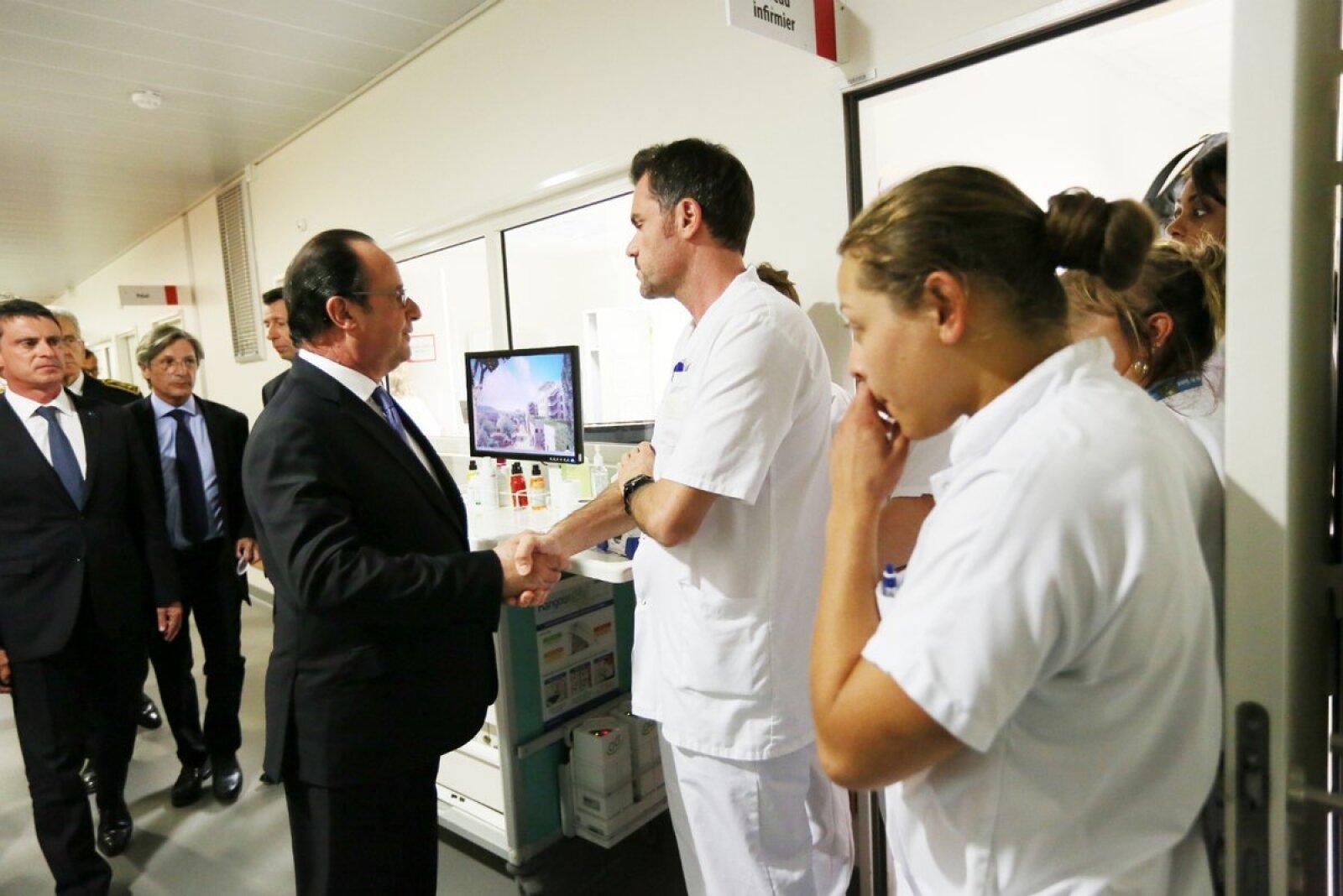 François Hollande, presidente de Francia, realizó una visita a los heridos tras el atentado en Niza.