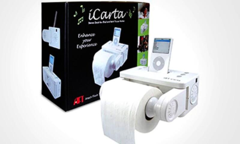 iCarta es un dispensador de papel higiénico con un dock para colocar tu dispositivo iOS. (Foto: Cortesía Amazon/CNNMoney)