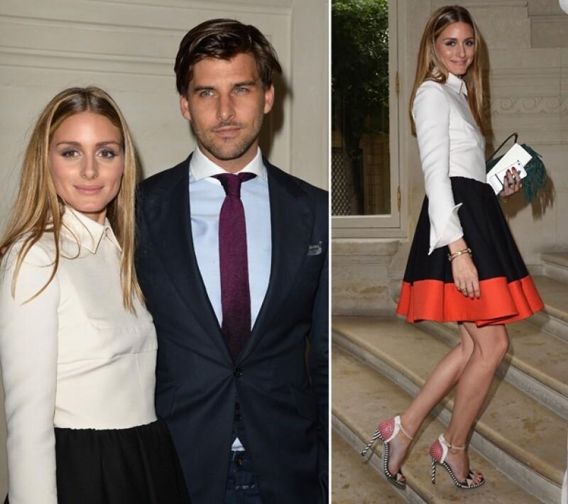 Olivia Palermo se veía feliz y con gran estilo; se dejó ver con su esposo en la pasarela.
