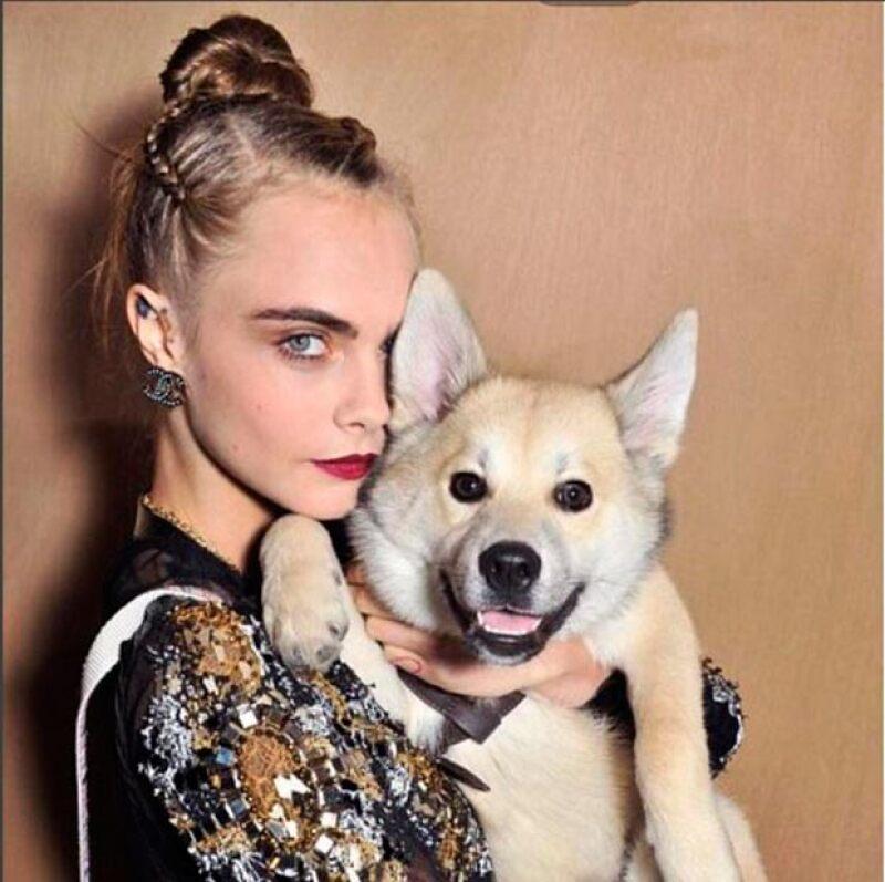 Cara compartió encantadoras fotos junto al perrito.