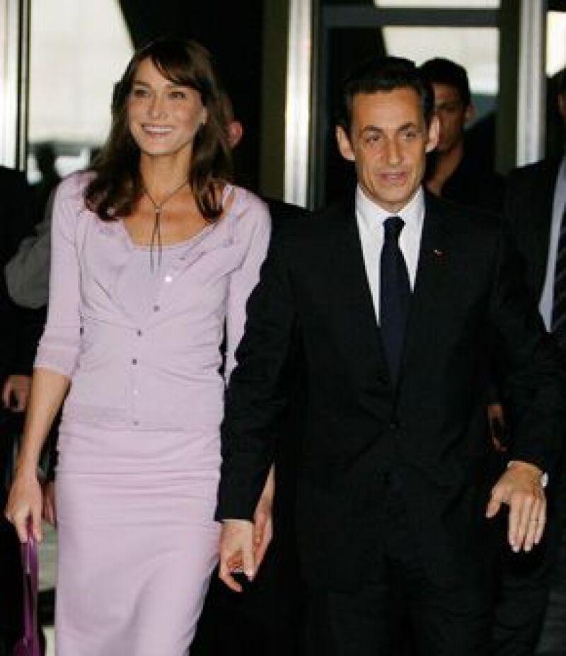 Luego de haber cumplido su primer año de casados, el presidente francés, se cambió oficialmente a la vivienda de su esposa.