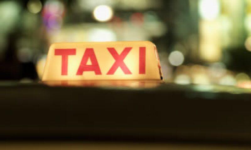 El Gobierno del DF informó que autorizó un aumento de 12% a la tarifa de los taxis. (Foto: Thinkstock)