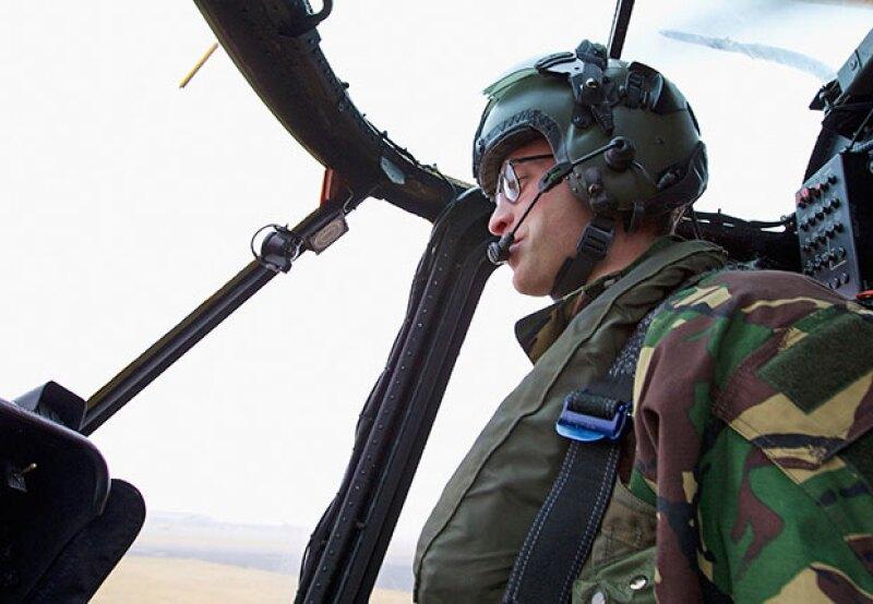 Además de su trabajo como piloto, también seguirá con sus obligaciones reales.