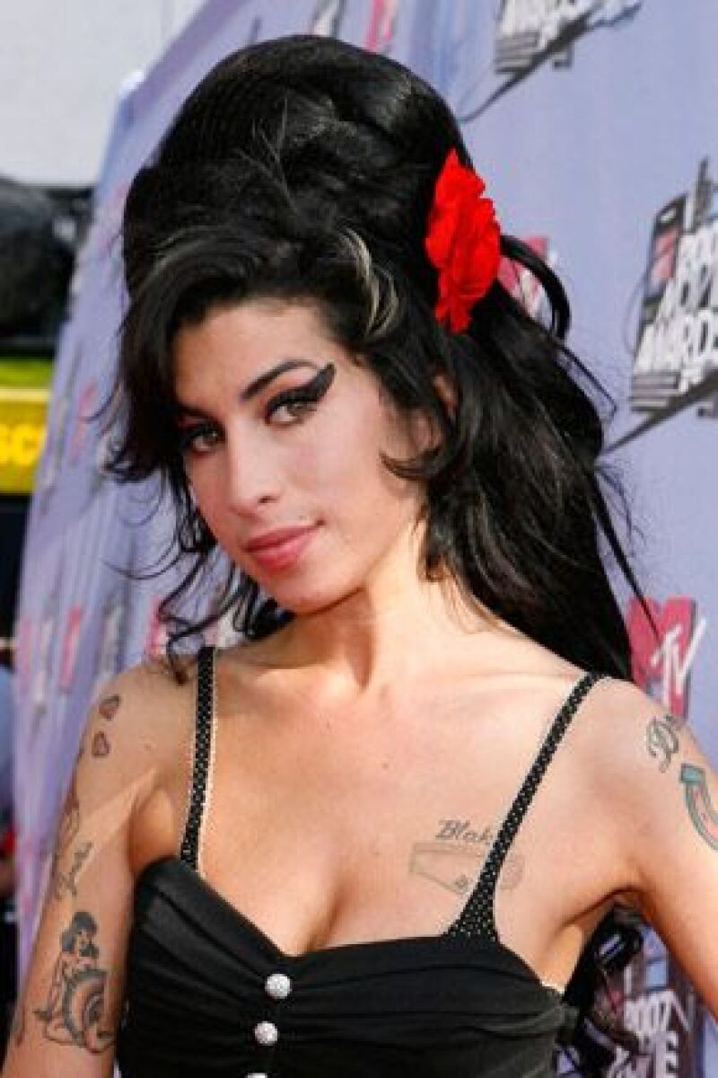 La cantante británica ingresó a un centro hospitalario el fin de semana, a causa de una infección en el pecho.