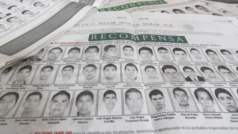 El cartel de la PGR en el que anuncia una millonaria recompensa para la persona que de información que ayude a encontrar a los normalistas de Ayotzinapa