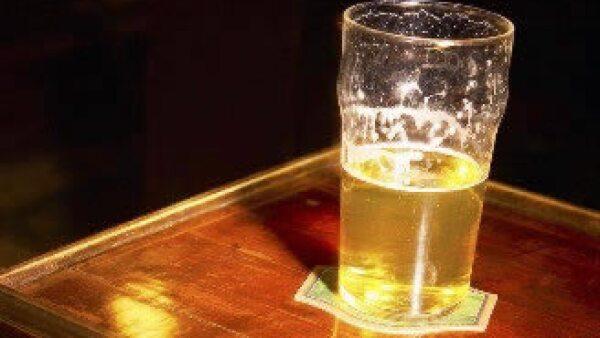 Los estadounidenses disminuyen el consumo de cerveza importada. (Foto: Jupiter Images)