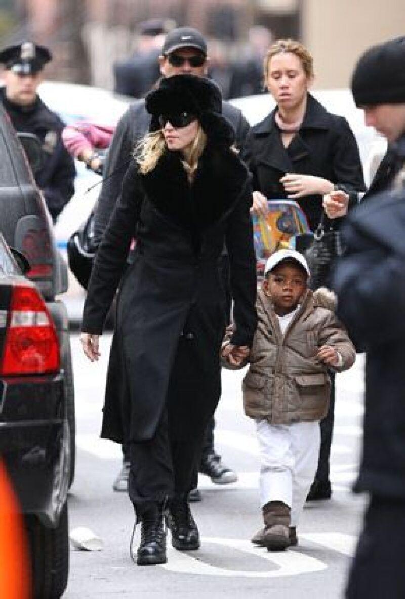 Debido al estilo de vida de la cantante, como su reciente divorcio y las continuas aventuras amorosas, se le ha prohibido adoptar un hijo en ese país.
