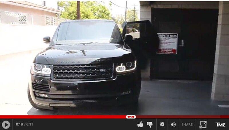 Calvin impactó la puerta de su camioneta contra una pared de concreto al intentar huir.