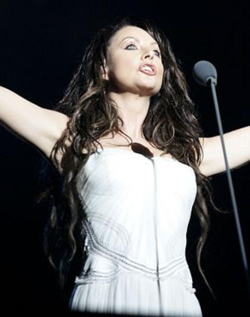 La soprano británica se presentó la noche de ayer ante más de 10 mil personas.