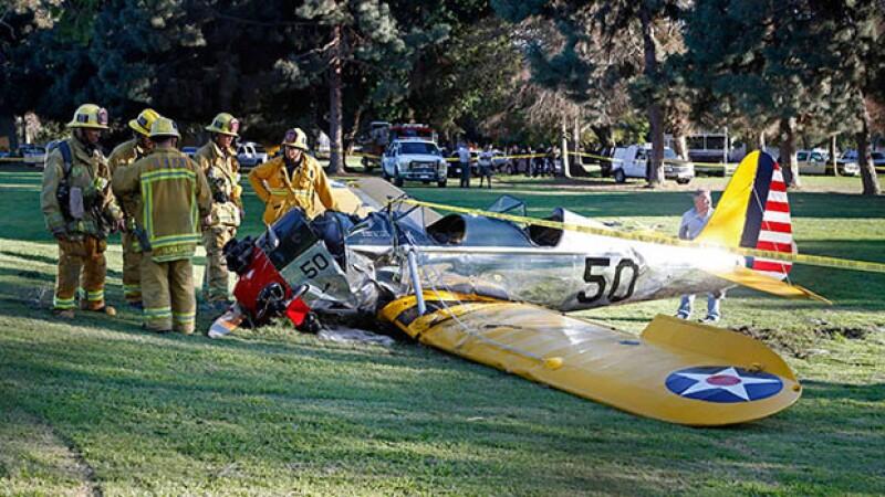 Harrison Ford salió vivo después de que su avión se estrelló por una falla mecánica.