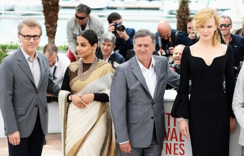Un programa de televisión en directo desde el Festival de Cine de Cannes se interrumpió brevemente el viernes, cuando se escucharon las detonaciones.