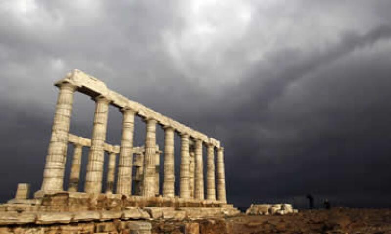 Como miembro de la zona euro, Grecia no puede devaluar su moneda para restaurar su competitividad e impulsar las exportaciones. (Foto: AP)