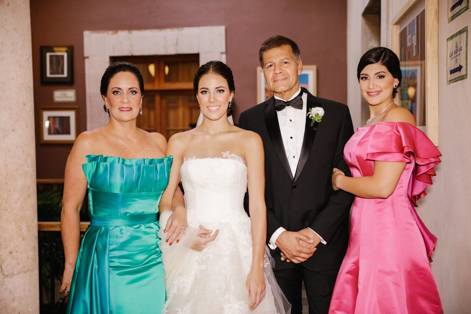 Elena María Aguilar, Sofía, Alberto y Ana Paula Olson.jpg