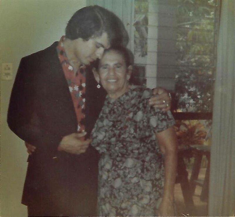 El propio Alberto Aguilera narró su triste infancia y confesó que vivió para obtener el cariño y la aceptación de su madre, Victoria Valadez.