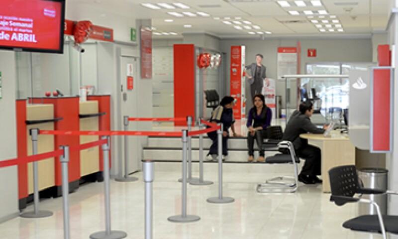 Santander también destaca una caída del beneficio debido a una mayor presión fiscal en México. (Foto: Cuartoscuro)