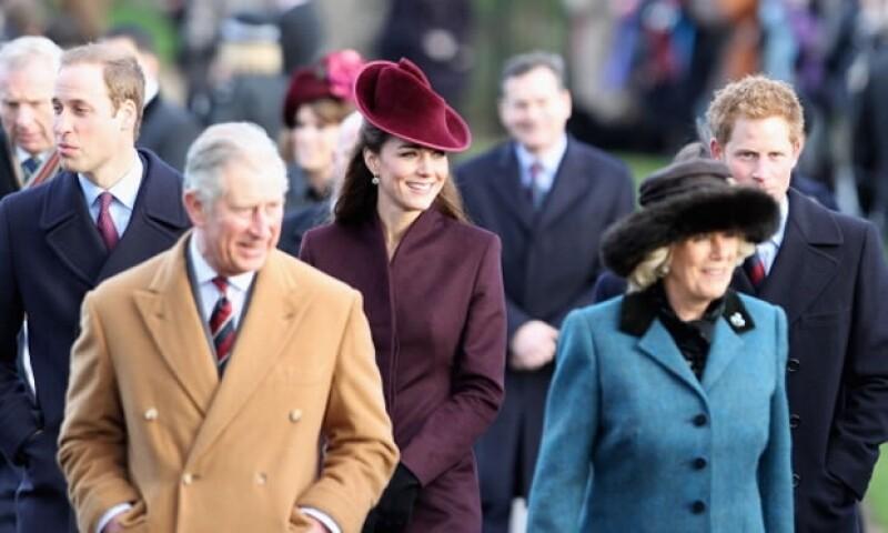 La familia real hace sus celebraciones en Sandrinham, donde son muy bien recibidos por la gente.