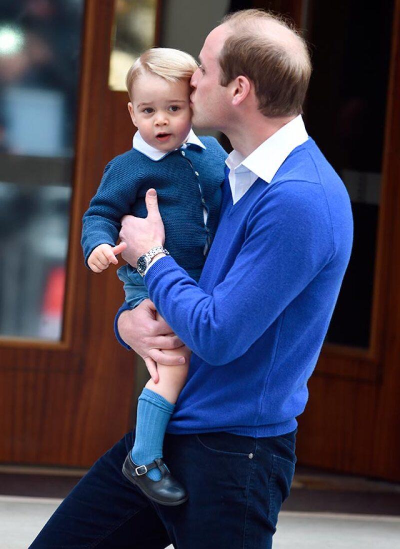 Se ha revelado el producto que hizo tener al príncipe George un pelo impecable durante su breve visita al hospital para conocer a su hermanita.