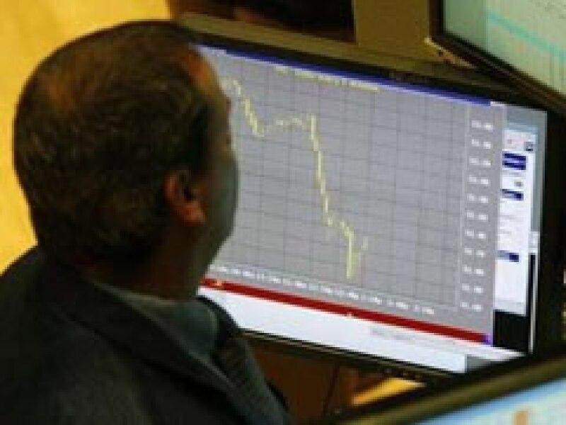 Los mercados de Wall Street operan con fuertes pérdidas a media jornada del lunes. (Foto: Archivo)