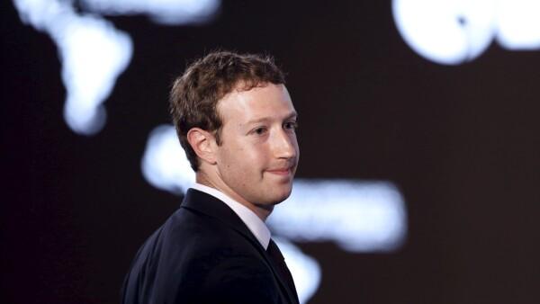 """Los hackers aseguraron que la contraseña de la cuenta del dueño de Facebook era """"dadada"""". Facebook desmintió la información."""