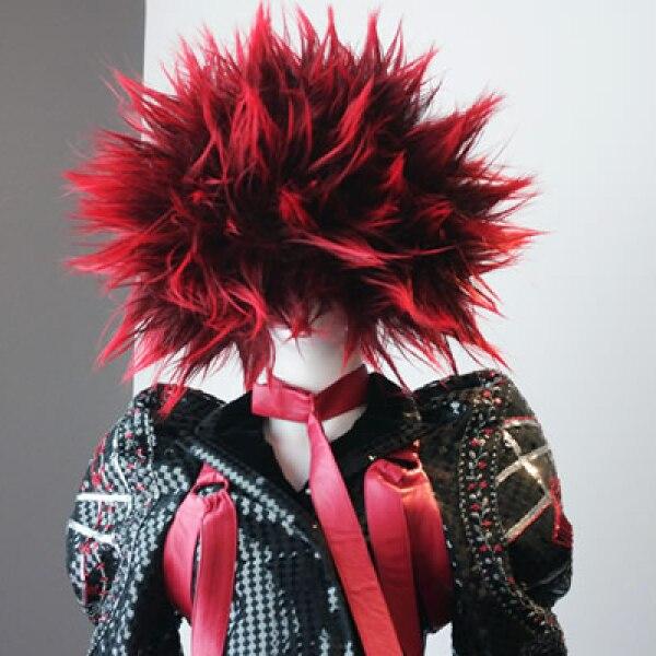 Diseñadores como Alexander McQueen, Helmut Lang, Miuccia Prada y John Galliano se han inspirado en bandas como The Ramones, The Clash y Sex Pistols.