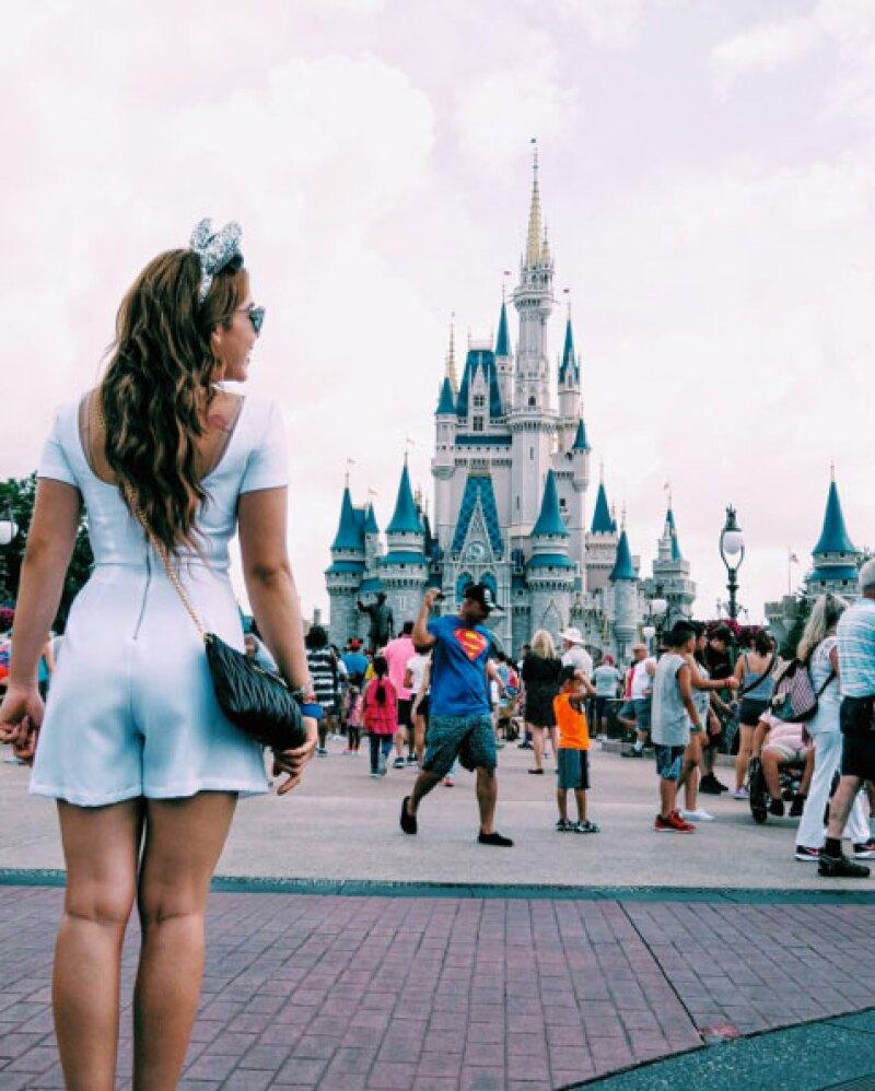 Danna comenzó los festejos de su cumple en Disney.