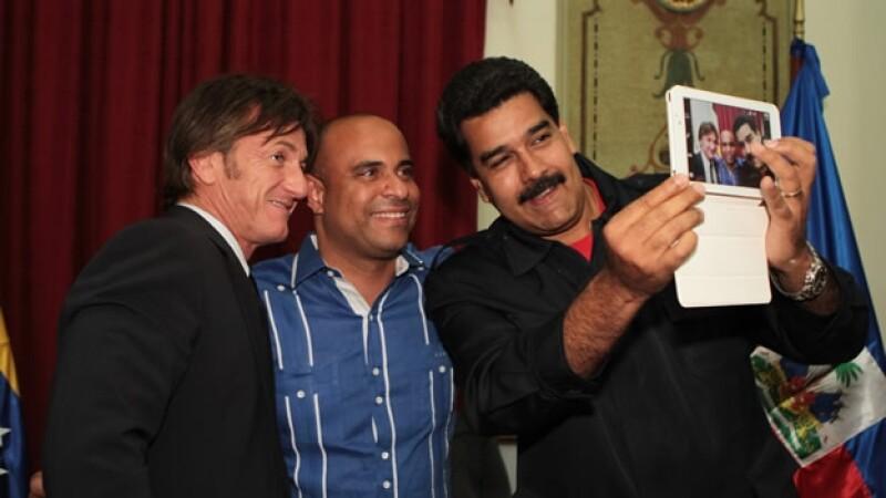 Nicolas Maduro Sean Penn selfie Venezuela