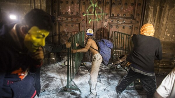Las protestas por el caso Ayotzinapa y la muerte de Hugo Sánchez Portugal fueron los acontecimientos más sobresalientes. Aquí un recuento.