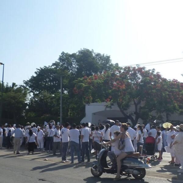 El grupo de personas que marchó en Victoria acudió a Casa de Gobierno para exigir a las autoridades paz