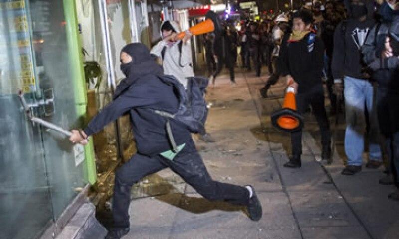 Encapuchados causaron daños en sucursales bancarias y comercios de Zona Rosa. (Foto: Cuartoscuro )