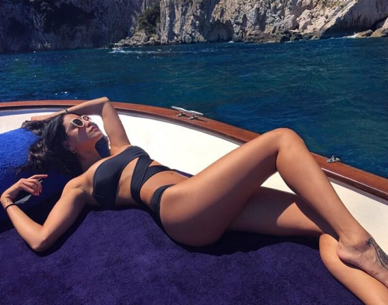 Eiza robó el aliento al posar muy sexy en su foto de Instagram, donde aparece broncéandose en el mar Tirreno.