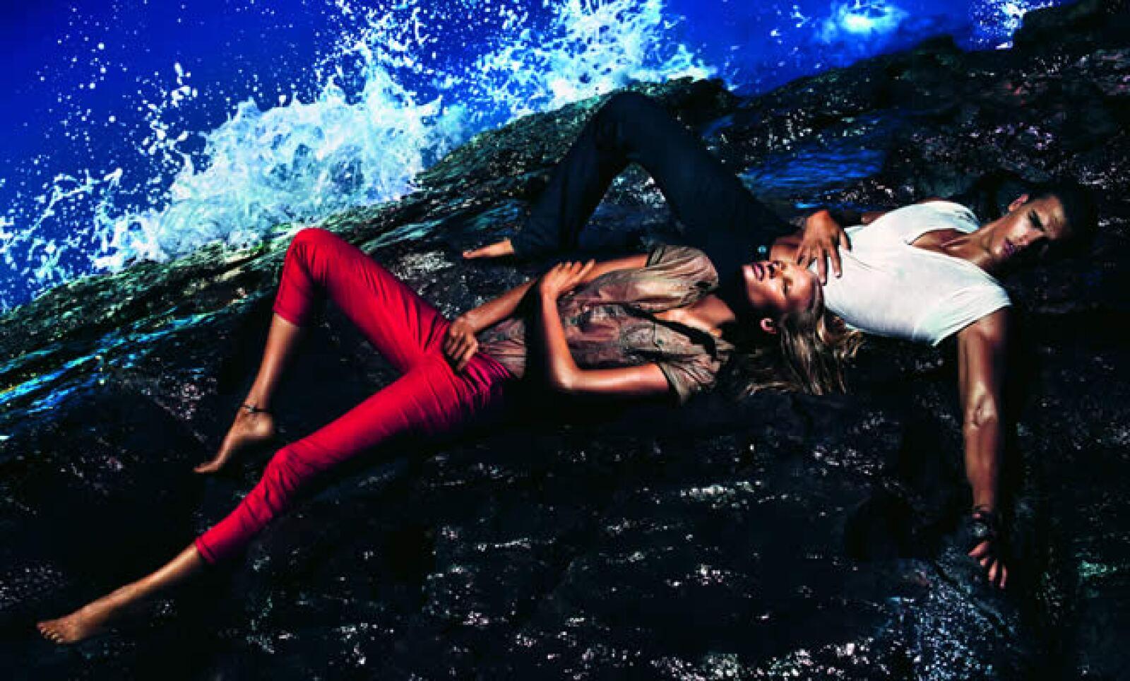 La marca estadounidense presentó su colección 'Bold' para la primavera/verano de 2012, con colores atrevidos como el rojo, naranja y verde.