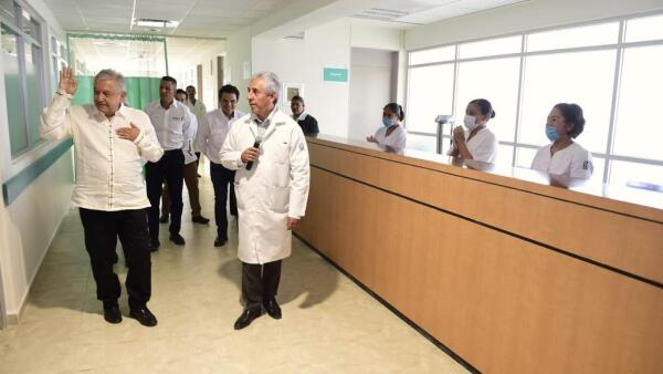 AMLO-hospital-Tlaxiaco.jpeg