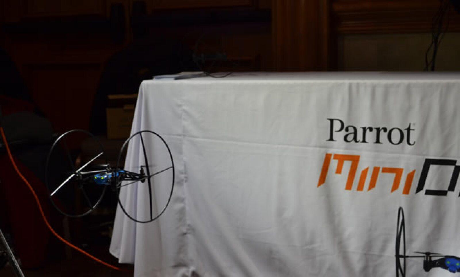 Con sólo 50 gramos de peso, el aparato controlado a distancia es la más reciente innovación de la firma Parrot pensada para jugar en casa.
