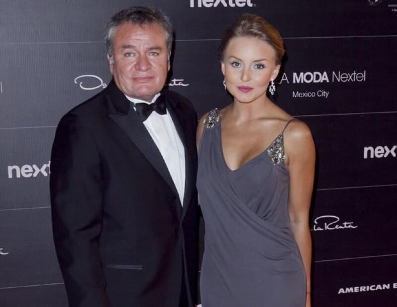 Durante la gala Nextel Moda 2013, la actriz aseguró que actualmente está disfrutando plenamente de su relación con el productor y descartó planes boda.