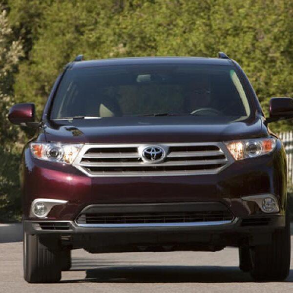 Todas las versiones cuentan con bolsas de aire de rodillas en el asiento del conductor. Cambia también la disposición y conexión de los sensores del resto de las bolsas de aire para incrementar el nivel de protección en impactos laterales.