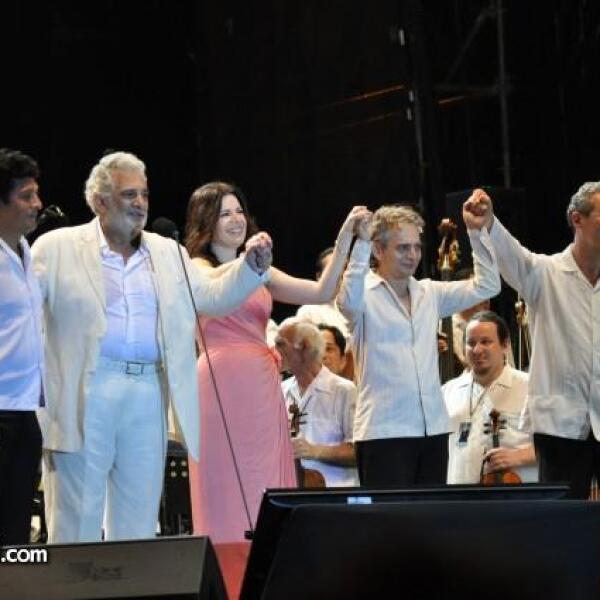 La primera parte del espectáculo fue concluida con la interpretación de El Himno a la Alegría.