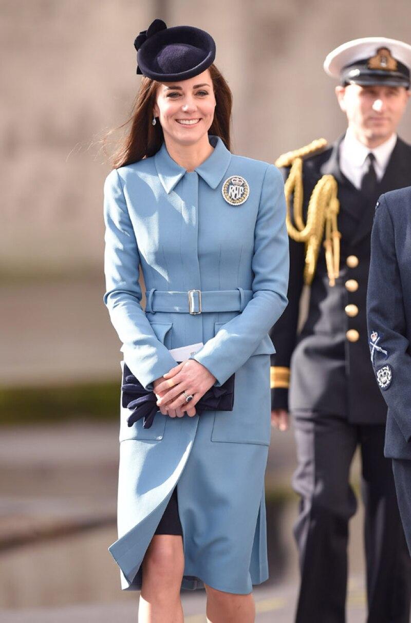 El trayecto de la duquesa de Cambridge de Kensington hacia Norfolk costó 3 mil 800 euros, mientras que el que hizo la Isabel II en tren valió 70 euros.