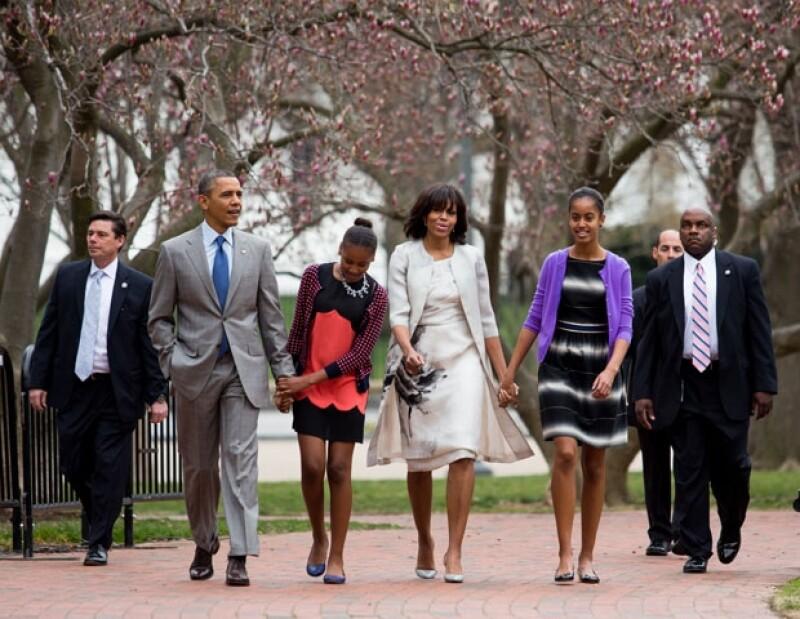 La familia Obama caminó hasta el templo ubicado a una cuadra de la Casa Blanca para participar del tradicional servicio religioso del Domingo de Resurrección.