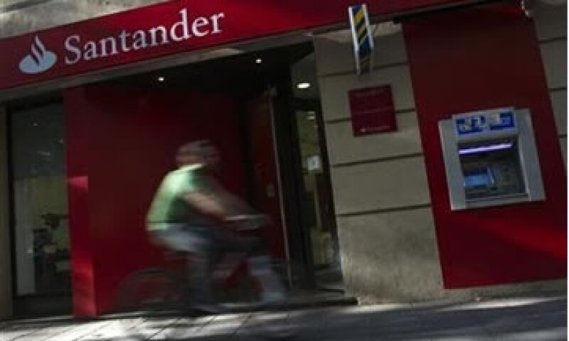 Las cinco multas a Banco Santander México sumaron 915,704 pesos. (Foto: Reuters)