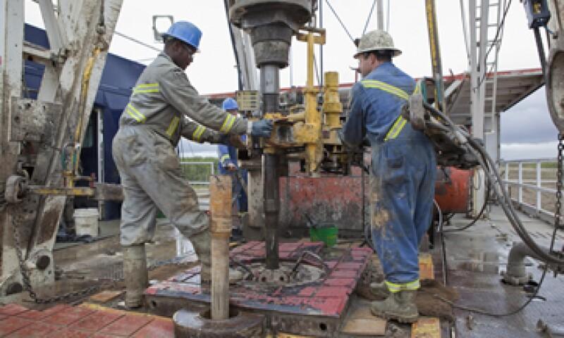 Pemex busca elevar la producción de barriles por día a alrededor de 3 millones.(Foto: Reuters)